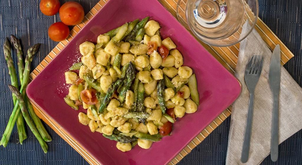 Gnocchi asparagi e pomodorini