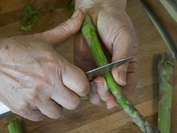 pulire gli asparagi per cucinare