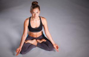 yoga, 4 posizioni da fare a casa per combattere lo stress