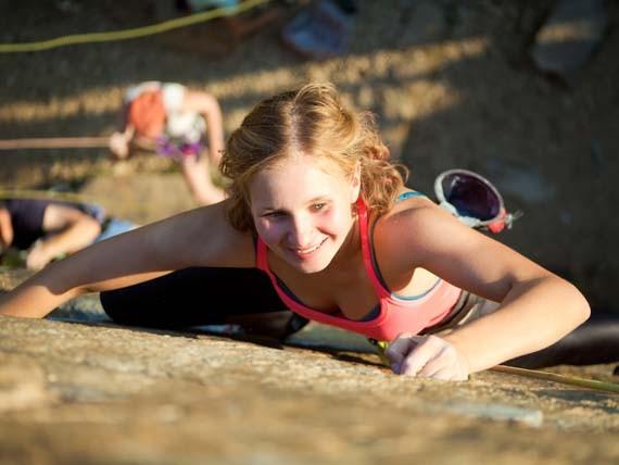 sport brucia grassi arrampicata