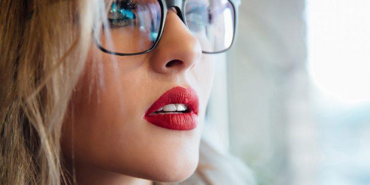come truccarsi con occhiali