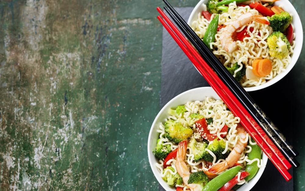 cucinare con la wok : spaghetti alla soia