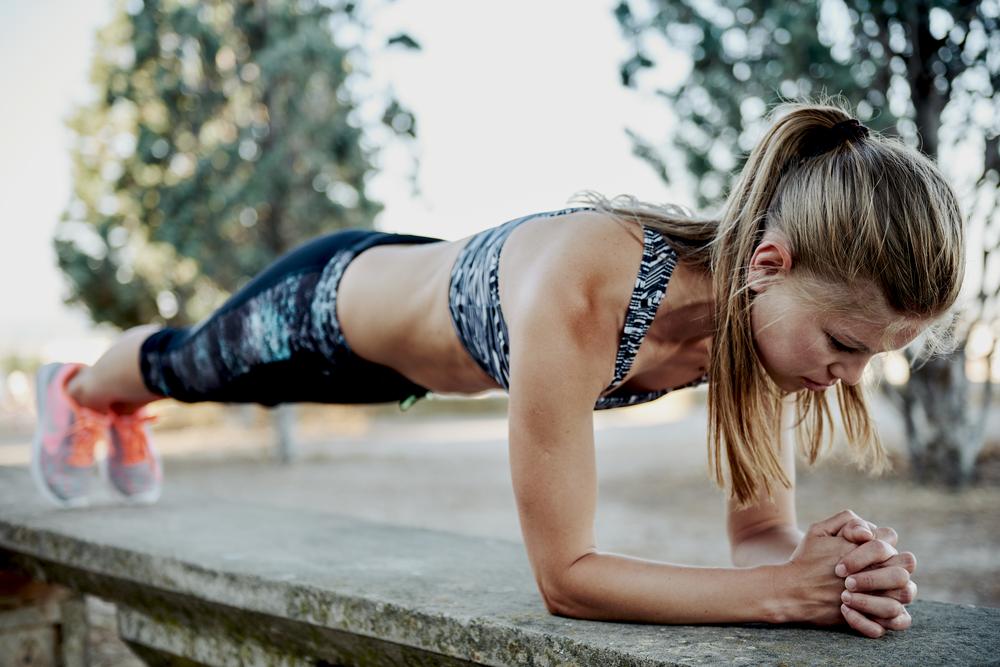 25 minuti workout Rihanna, esercizio plank
