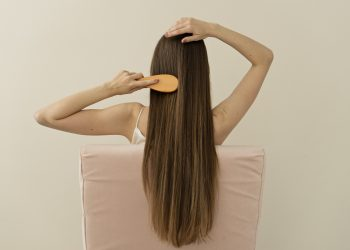 capelli lisci: trattamenti e tecniche