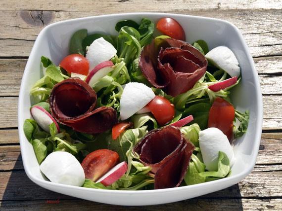 6 panini e insalate per variare la tua dieta! insalata di bresaola e mozzarella