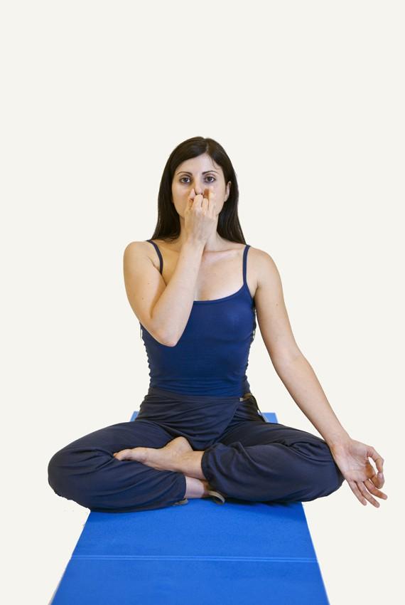 prova la respirazione nadi sodhana dello yoga con le sue 4 posizioni