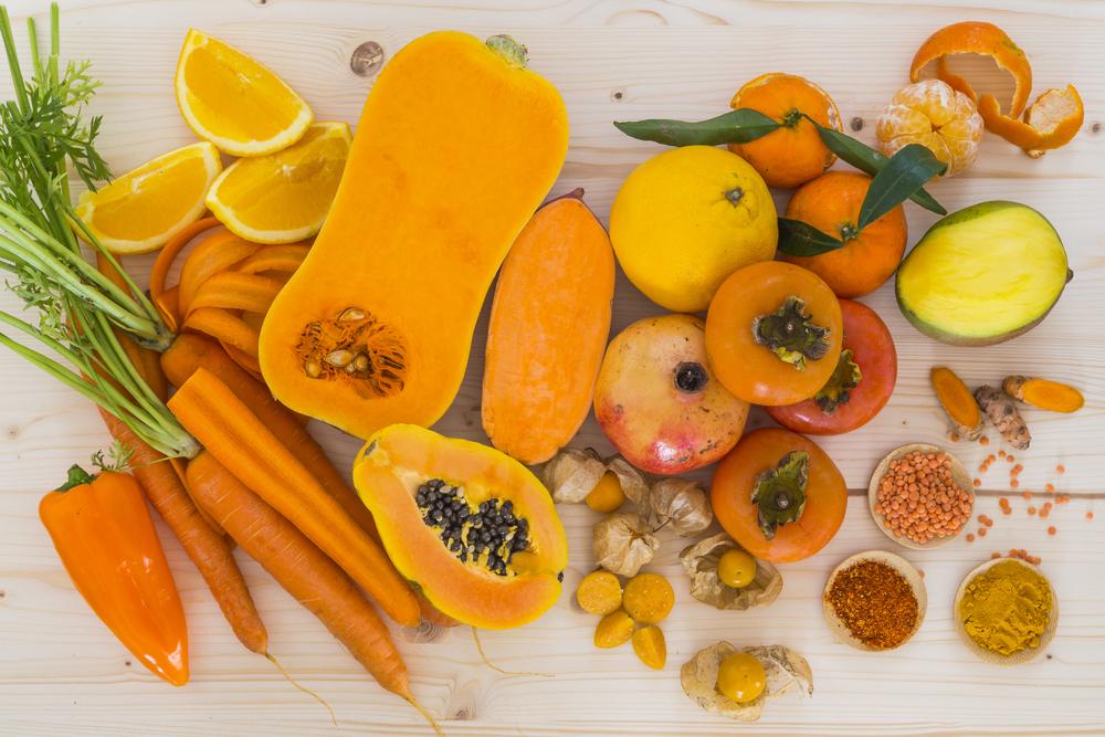 frutta e verdura di colore arancio per fare il pieno di ferro