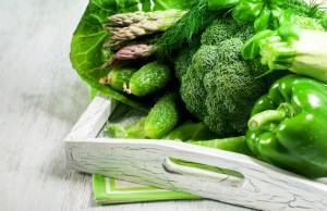 mangiare frutta e verdura di colore verde per combattere la stanchezza