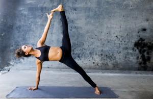 esercizi yoga se hai gambe pesanti