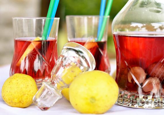 Tè freddo: 4 ricette per prepararlo in casa. tè bianco ciliegie e limone