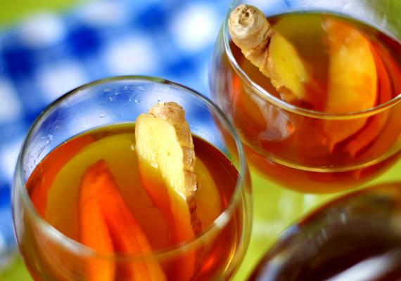 Tè freddo: 4 ricette per prepararlo in casa. tè oolong pesca e zenzero