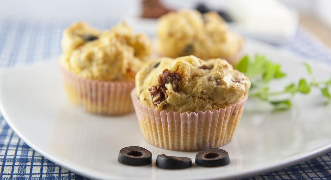 Muffin con olive e pomodori