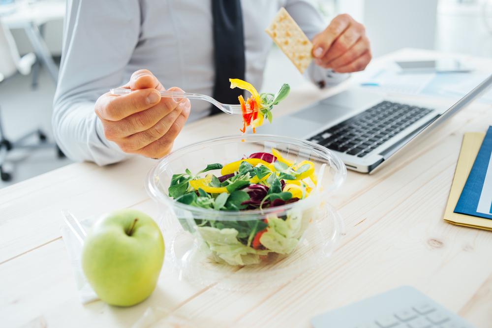 Pranzo in ufficio: consigli per mangiare sano