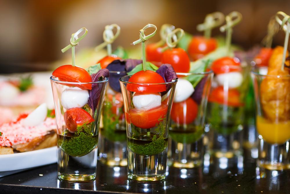 bicchierini per finger food, le ricette da mangiare in piedi per un party