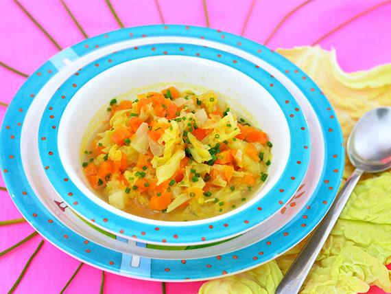 Basta con il solito minestrone! Zuppa di verza e zucca gialla