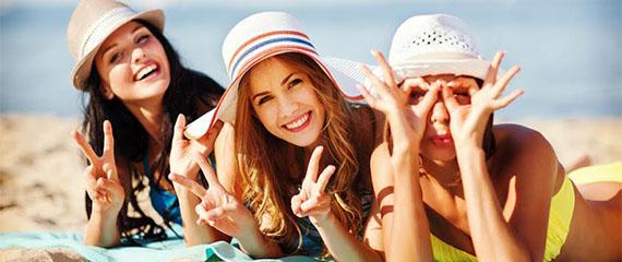 tre ragazze in spiaggia