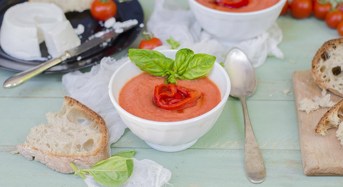 ricette con peperoni zuppa fredda di pomodoro e peperoni