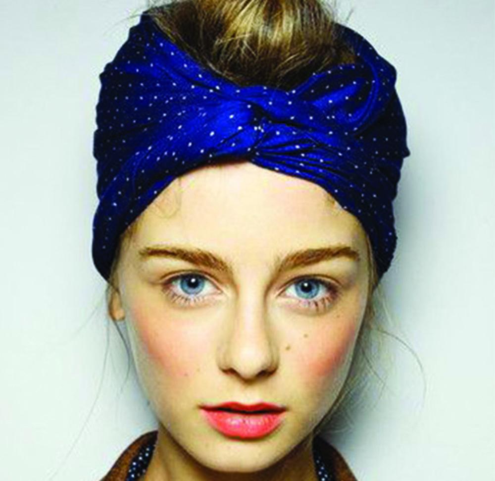 Gli accessori per capelli: fasce turbanti e fasce da indossare d'estate