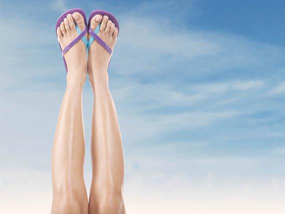 tenere le gambe in alto è un rimedio per gambe pesanti