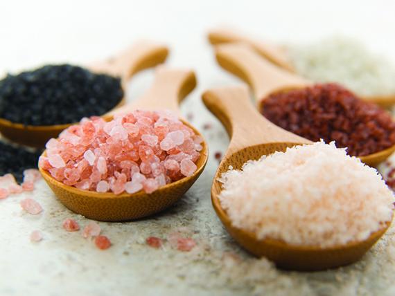 il sale è tra i cibi da evitare per non sudare