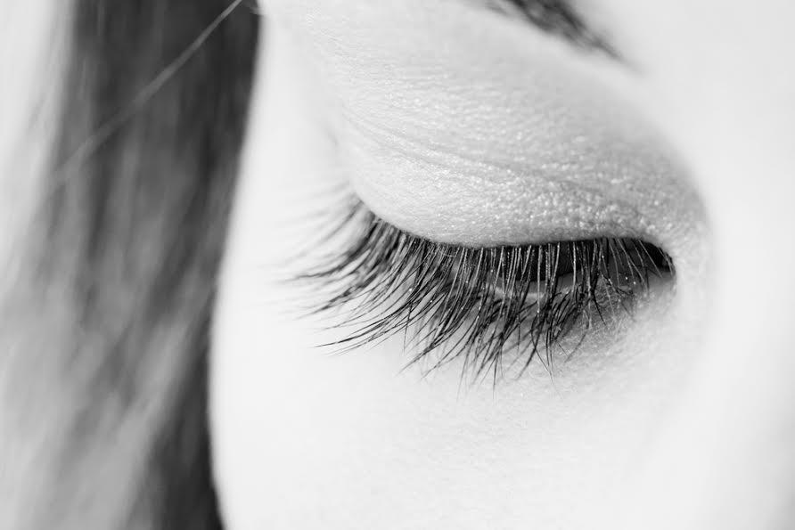 come eliminare le occhiaie con il trucco