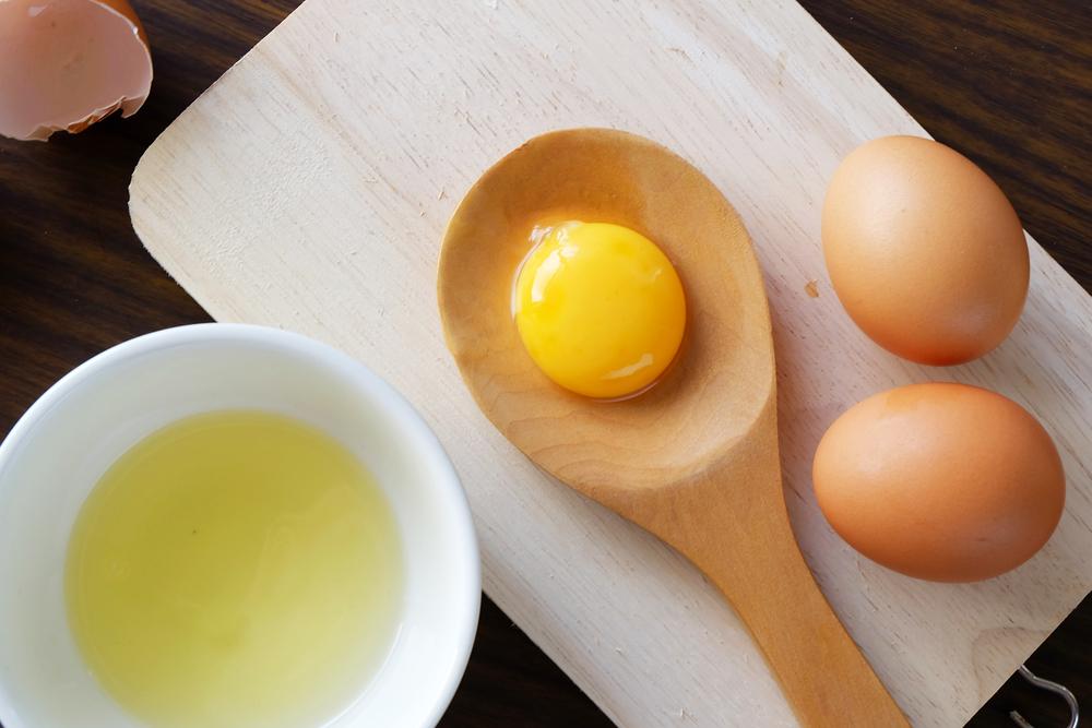 pelle luminosa con le uova