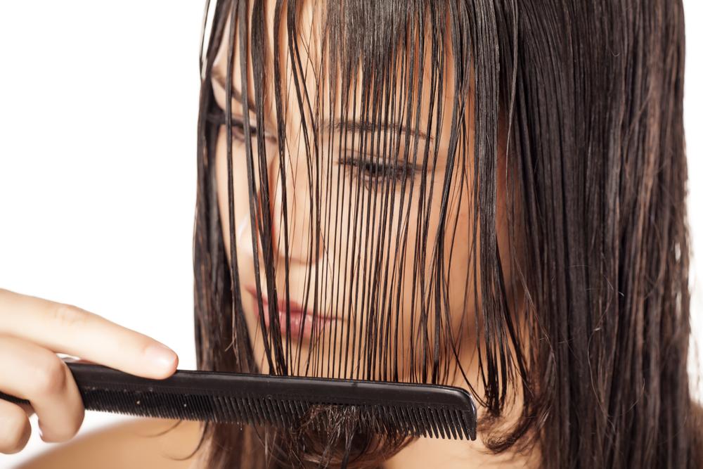 pettinarsi i capelli con amore per non rovinarli