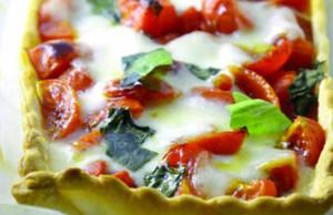 ricetta torta salata con pomodorini e mozzarella