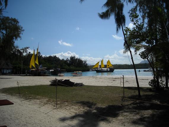 scopri il mare e i cibi del posto delle mauritius