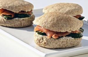 ricetta panino integrale con salmone