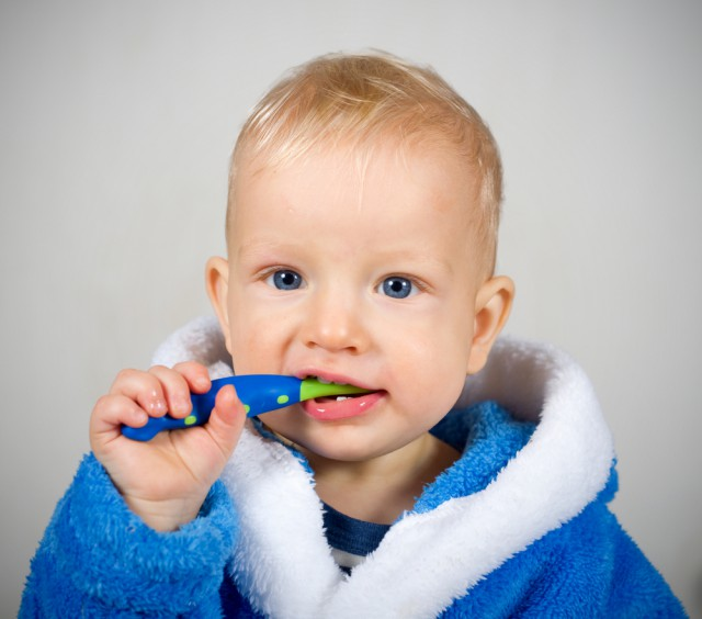 lavare i denti sin da piccolo