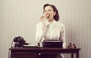 Le cattive abitudini che ti fanno ingrassare in ufficio