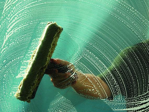 i segreti per pulire bene vetri e cristalli
