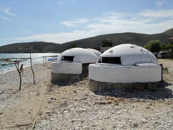i piatti tipici e la spiaggia dell'Albania