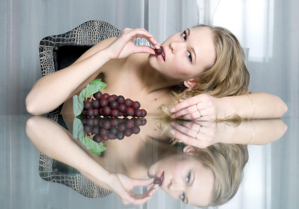 Consigli per dimagrire: mangia di fronte allo specchio