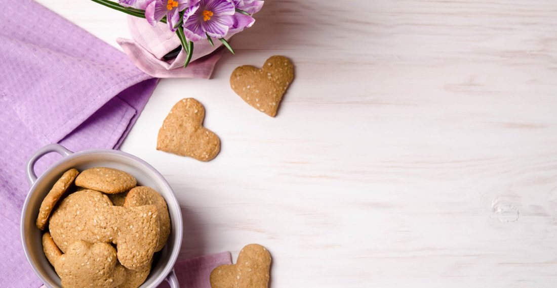 biscotti sesamo noci a forma di cuore