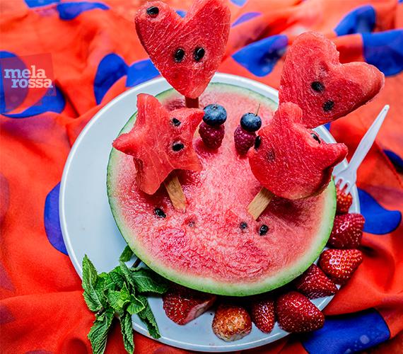 Idea originale per l'anguria da mangiare d'estate