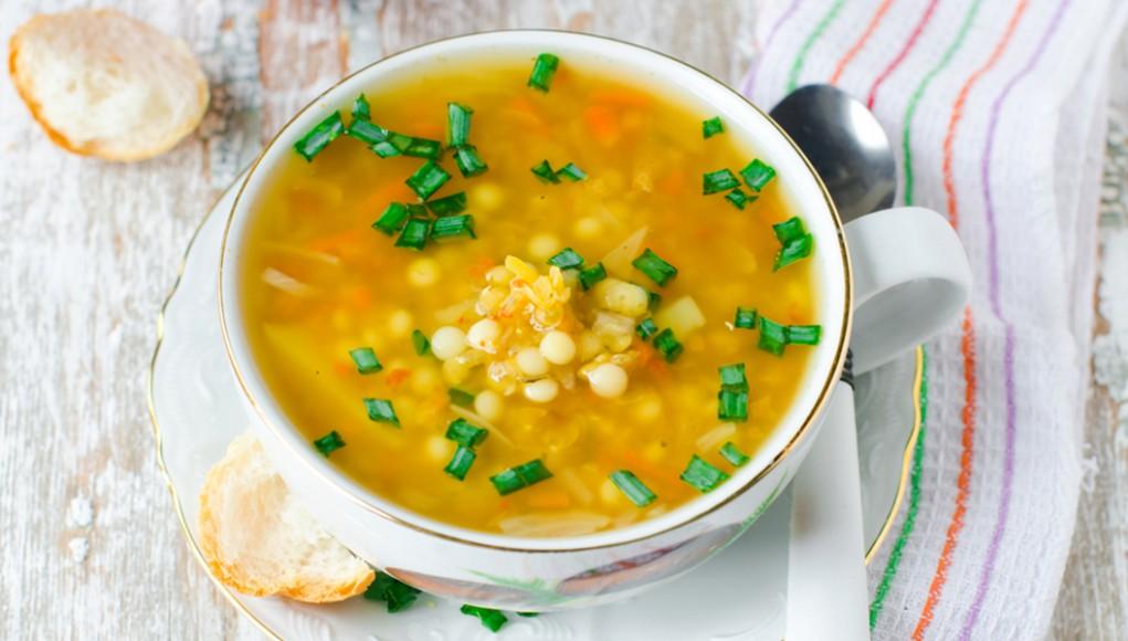 la ricetta per preparare la pasta con le lenticchie con carote e sedano