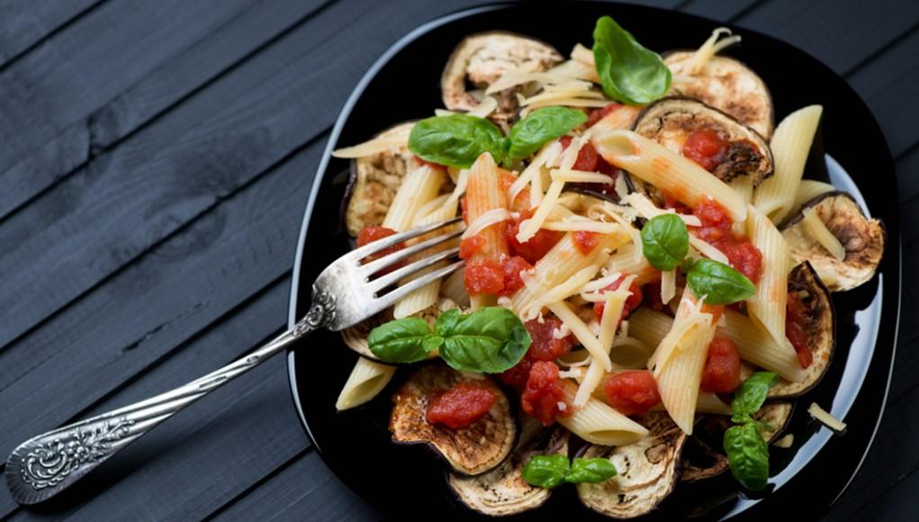 la ricetta per la pasta alla Norma con tofu e pomodori