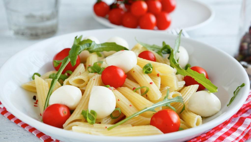la ricetta per una buona pasta pomodoro e mozzarella