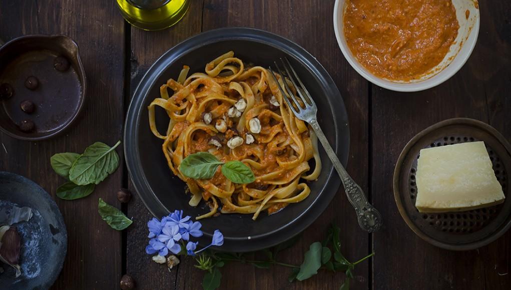Pesto di peperoni e nocciole