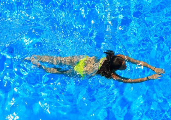 riscaldati prima di nuotare