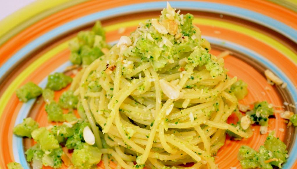 ricetta spaghetti al pesto di broccoli e nocciole