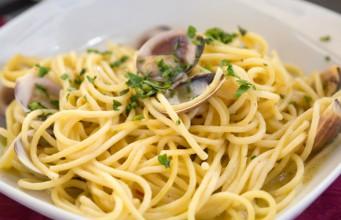 la ricetta per preparare gli spaghetti alle vongole
