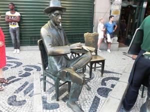 statua-di-Pessoa-(2)