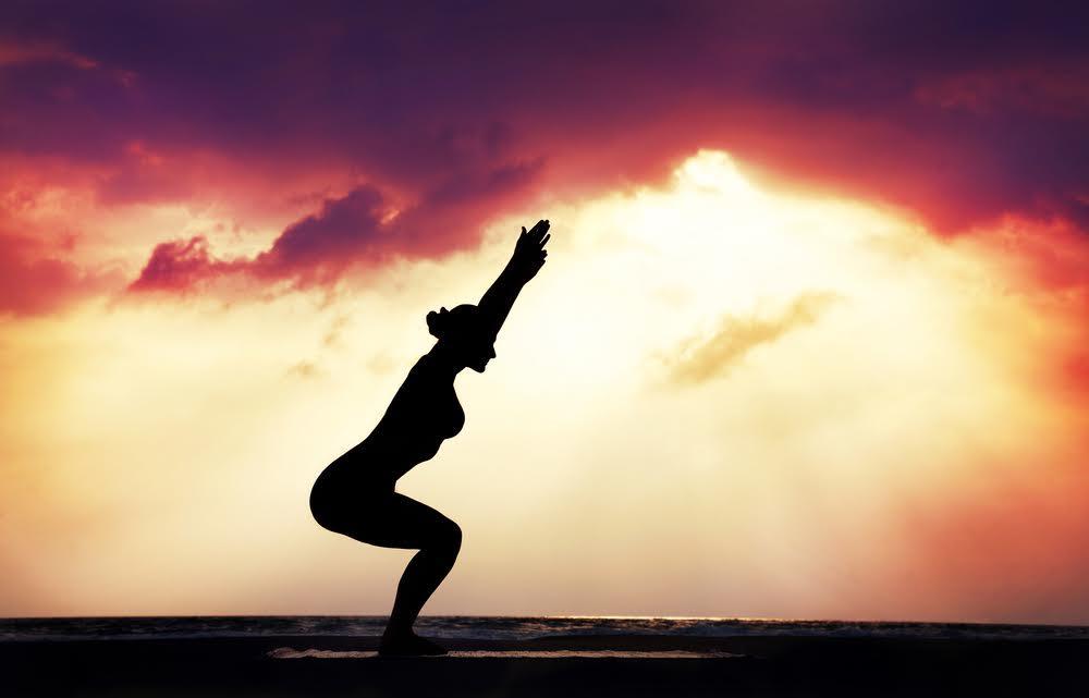 yoga per tonificare gambe dopo i 50 anni