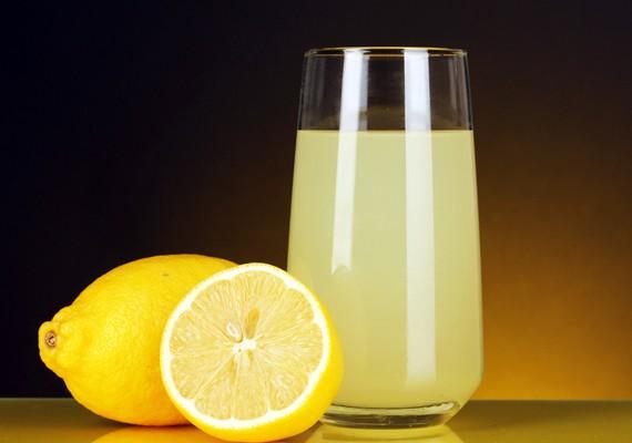 la verità su acqua e limone, migliora la digestione