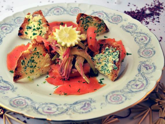 la ricetta per preparare il carpaccio di carciofi con salmone affumicato