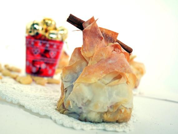 la ricetta per preparare i cestini di pasta fillo con mele, mandorle e cannella