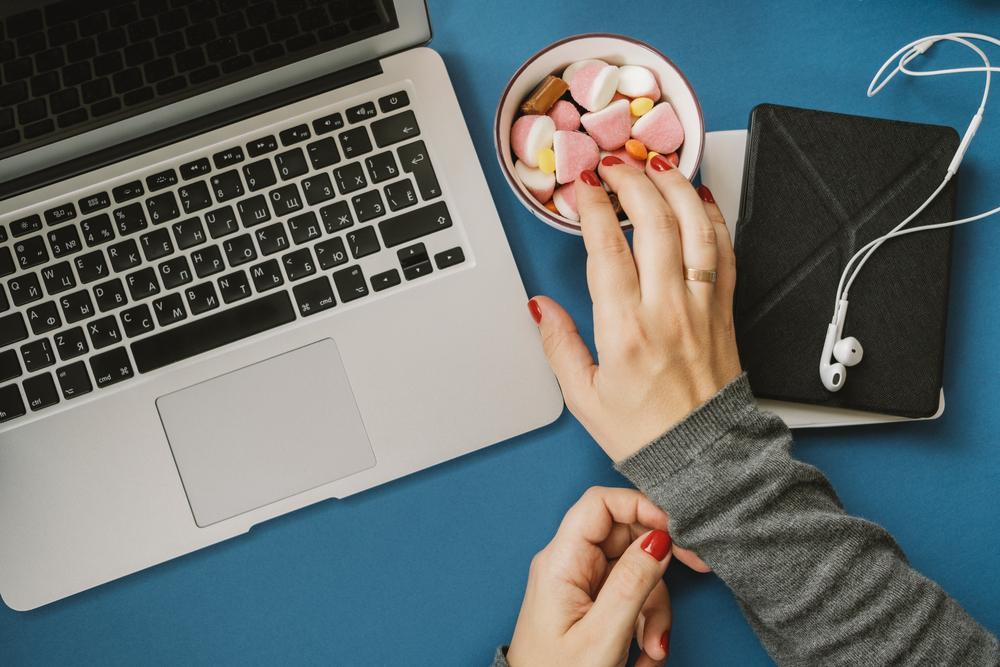 I consigli della psicologa per combattere la smania di cibo